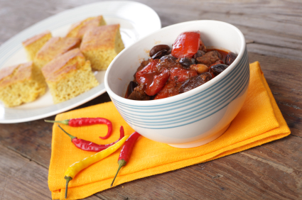 Vegetarian chili with corn bread